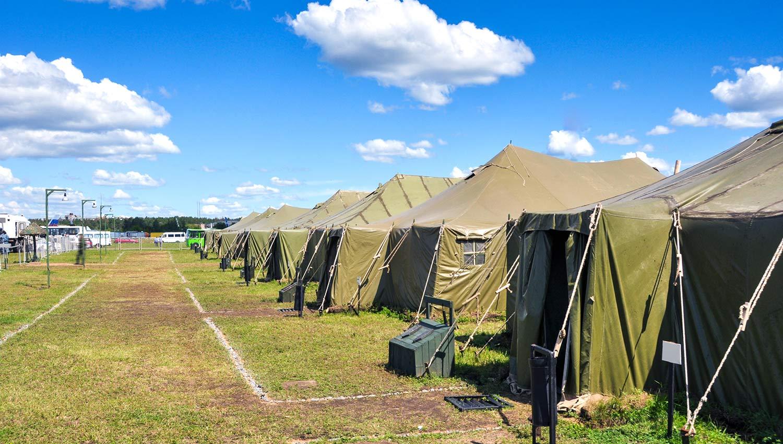 Systèmes de sonorisation et d'alerte dans les camps militaires